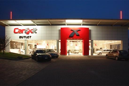 i25_car-exit_entrance_700x467