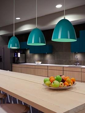 eas-led_turquoise_row_de