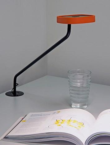 env_trace_integrated_black-street-light-orange