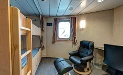 cruise_crew_cabin