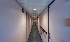 cruise_crew_corridor_02