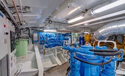 cruise_engine_room_02