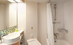 cruise_passenger_bathroom