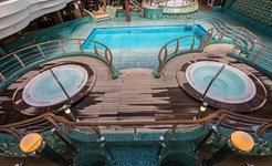 cruise_pool_area_02