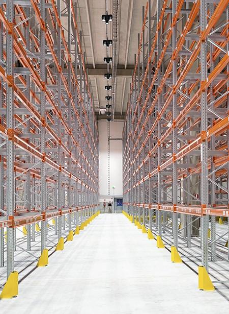 i90-p-led-warehouse-150dpi-for-web